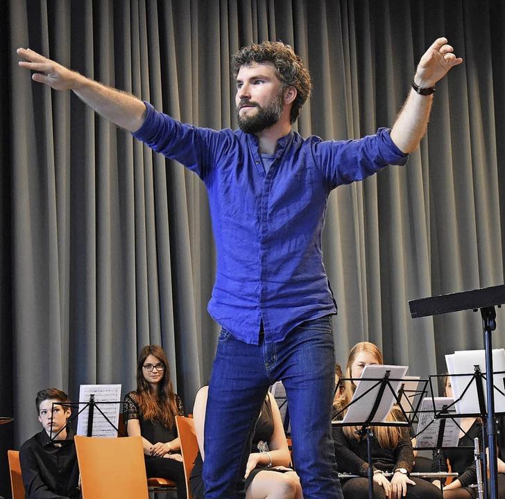 Julian Knörzer beim Auftritt des Improworkshops  | Foto: Jonas Hirt