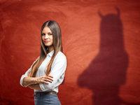 Gegenwind aus den eigenen Reihen: Weibliche Machtstrategien im Beruf