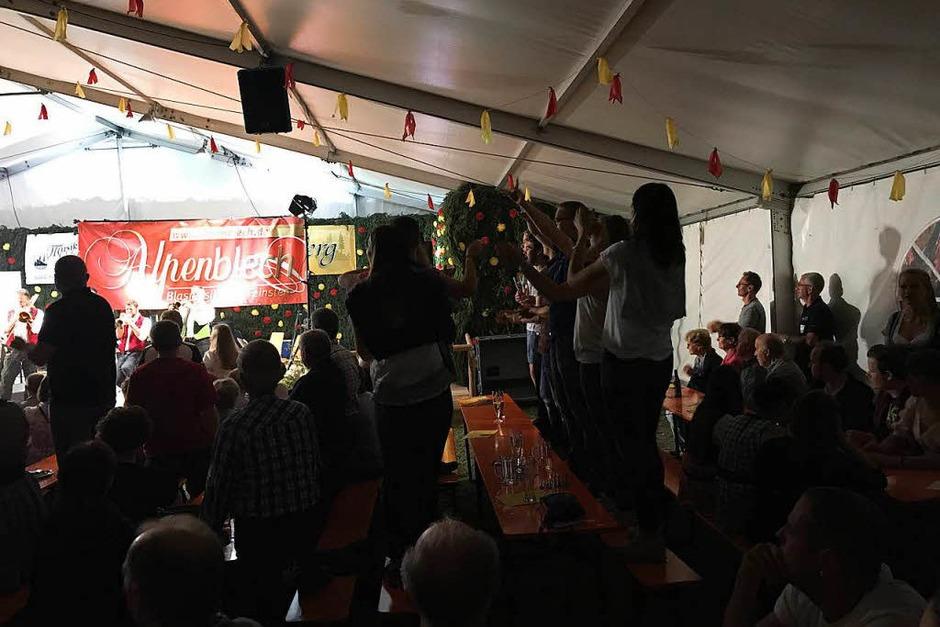 """Impressionen vom Konzert des Ensembles """"Alpenblech"""" am Samstag im Urberger Festzelt. (Foto: Verein)"""