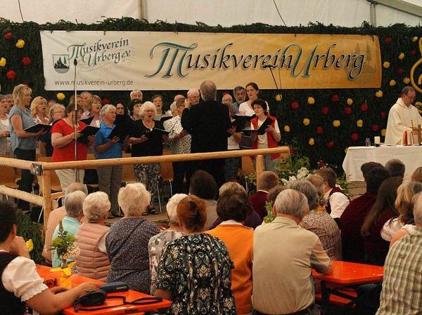 Am Sonntag war den ganzen Tag über viel los im Zelt des Musikvereins Urberg, vom Festgottesdienst bis zum Spiel des Gesamtchores der elf Musikvereine im Bezirk.
