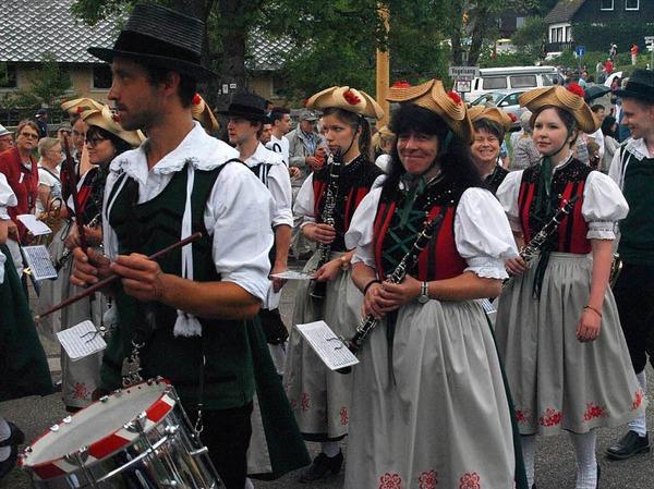 33 Gruppen beteiligten sich am Festumzug in Urberg.