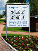 "Badegäste bevölkern ""pulkweise"" den Kurgarten in Titisee"