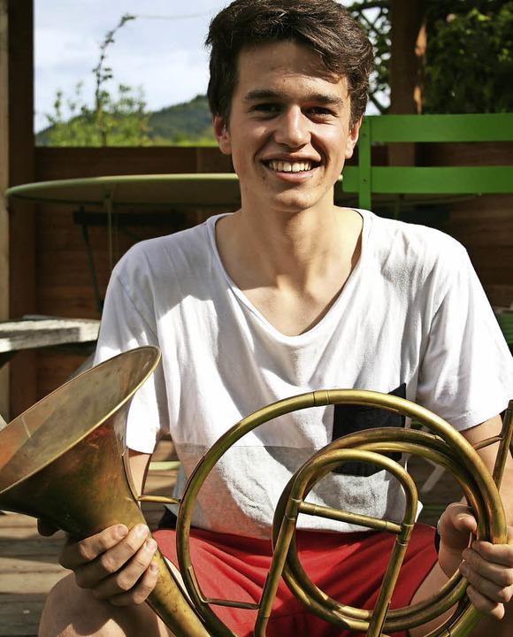 Nikolaus Bauer aus Kirchzarten spielt Naturhorn.  | Foto: Anja Kunz