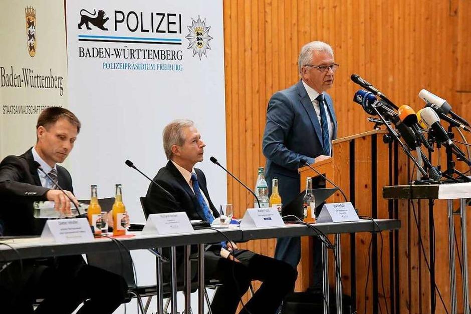 Pressekonferenz der Polizei in der Endinger Stadthalle (Foto: Hans-Peter Ziesmer)