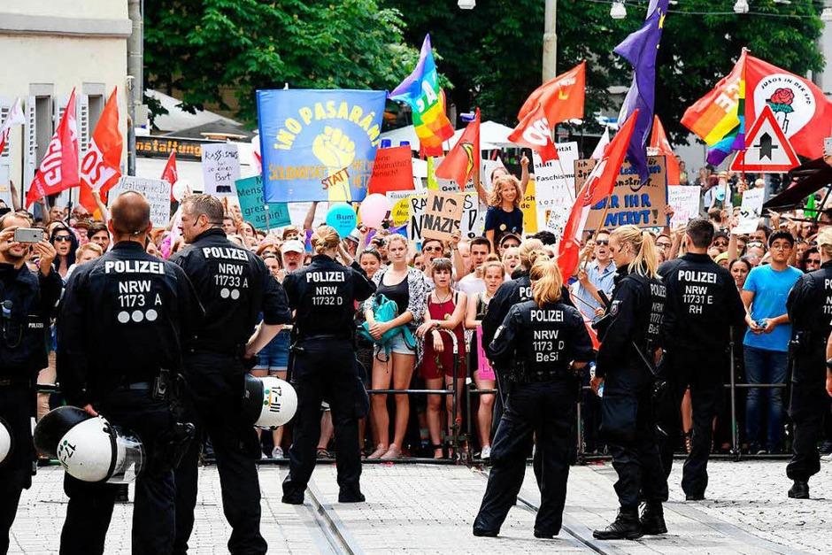 Demonstration gegen Rechtsextremismus in Karlsruhe. (Foto: dpa)