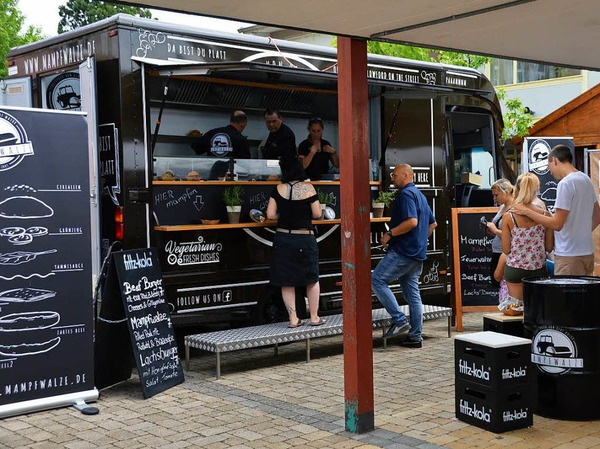 Beim Food Truck-Fest in Grenzach-Wyhlen gab es zahlreiche kulinarische Köstlichkeiten und zum süßen Abschluss Lebkuchenherzen.