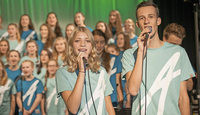 70 Teenager besingen den biblischen Josef