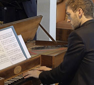Pianist Ludovic Van Hellemont am Tafelklavier