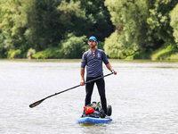 Fotos: Umweltaktivist paddelt den ganzen Rhein hinunter: Zwischenstopp Südbaden