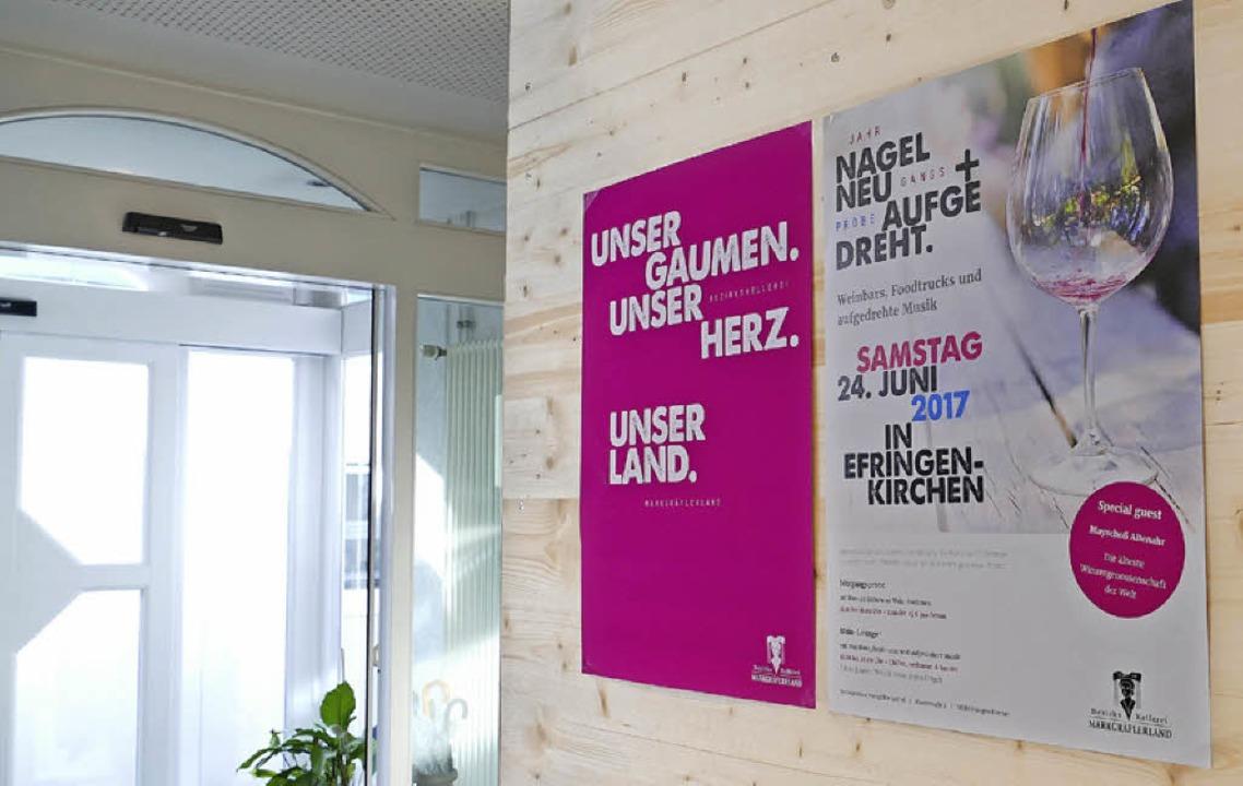 Plakate am Betriebssitz zeigen das neu...der BKM und die nächste Veranstaltung.  | Foto: Victoria Langelott