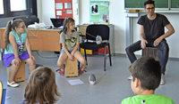 Musikunterricht auf dem Cajon