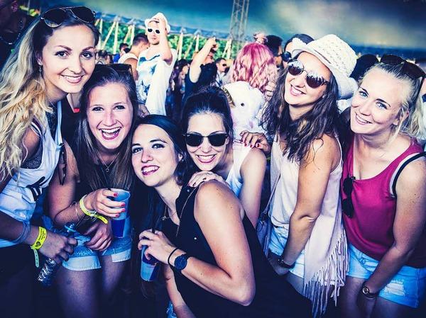 Vier Bühnen, mehr als 50 DJs, Life Acts und Bands, darunter Cro, Felix Jaehn und Fritz Kalkbrenner: Das Kamehameha-Festival in Offenburg ist Party pur.