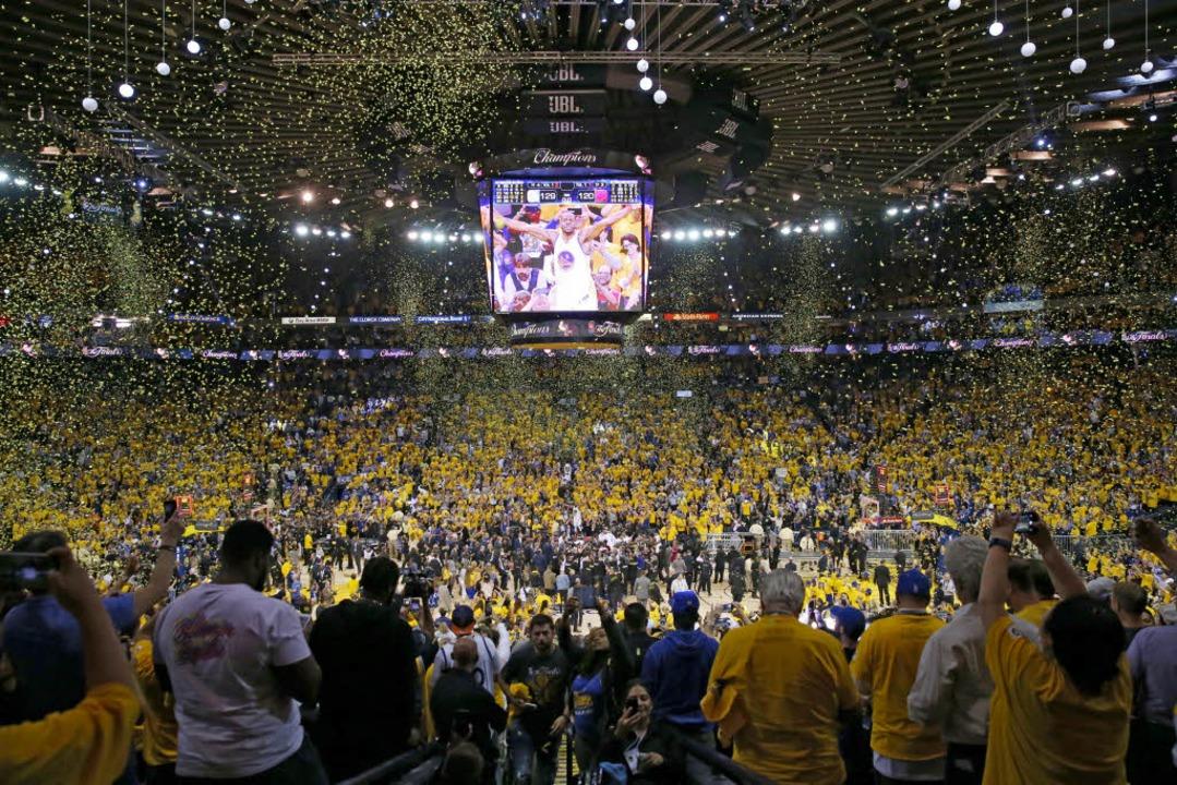 Feierlaune bei den Fans  | Foto: AFP