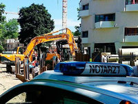 Bauarbeiter von Bagger überrollt