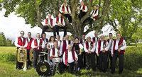 Fidele Dorfmusikanten präsentieren böhmisch-mährische Blasmusik im alten Kurpark in Todtmoos