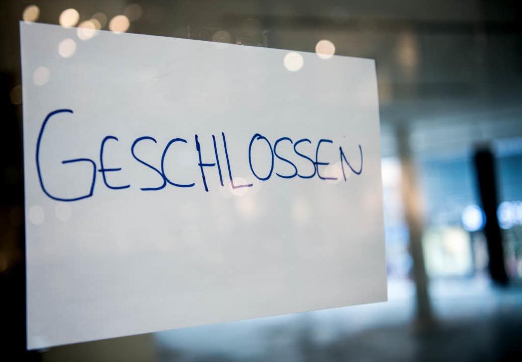Vor verschlossener Schultüre stand ein...alte Französin in Kappel-Grafenhausen.  | Foto: Alexander Heinl / dpa