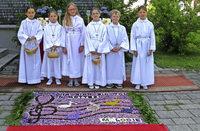 Prachtvolle Blumenteppiche und Prozessionen