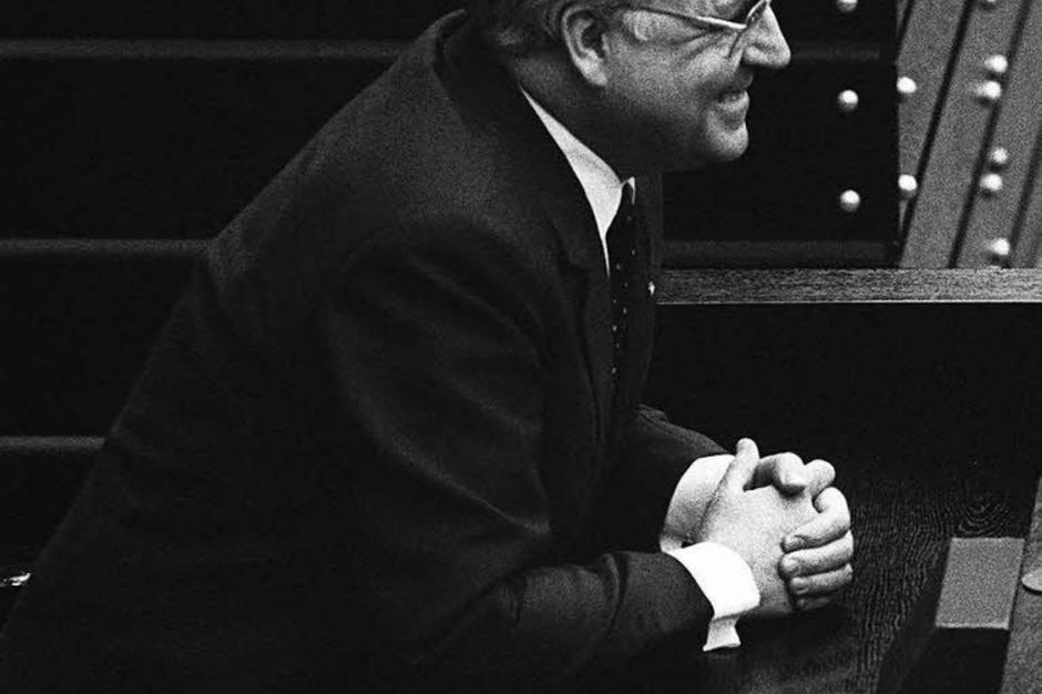 Helmut Kohl (CDU) wartet nach seiner Wahl zum Bundeskanzler am 29.03.1983 im Bonner Bundestag auf seine Vereidigung. (Foto: Heinrich Sanden)