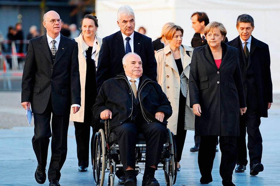 Kohl und Kanzlerin Angela Merkel am 3. Oktober 2010 zum 20. Jahrestag der Wiedervereinigung. (Foto: AFP)