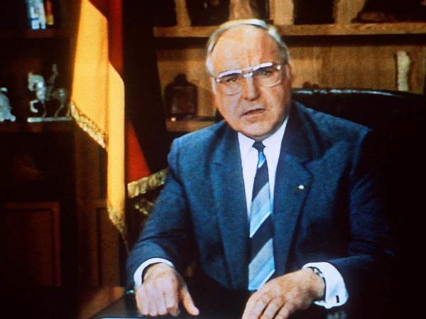 Kohl bei einer der größten Fernsehpannen: In der Neujahrsansprache 1986 wünscht er alles Gute für 1986, nicht 1987.