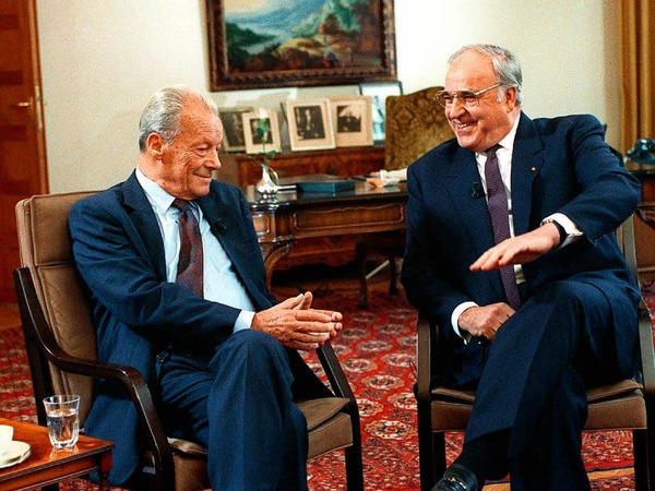 Kohl (r)  mit dem SPD-Ehrenvorsitzenden und Friedensnobelpreisträger Willy Brandt bei einer Diskussion über die deutsch-deutsche Vereinigung im Büro des ersten Bundeskanzlers der Bundesrepublik, Konrad Adenauer, in Bonn. (21. Spetember 1990<ZAM-BlindTextAus>)</ZAM-BlindTextAus>