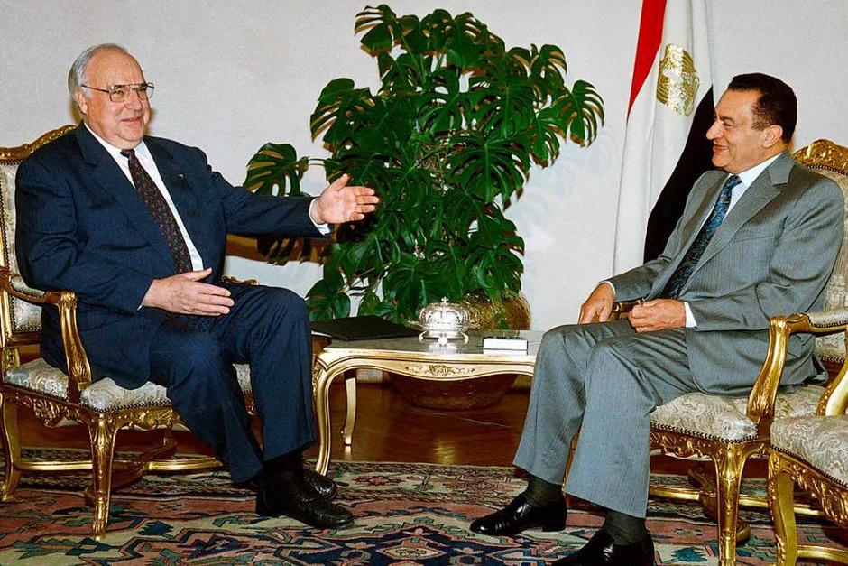 Kohl trifft am 3. Juni 1995 den damaligen ägyptischen Präsidenten Hosni Mubarak. (Foto: AFP)