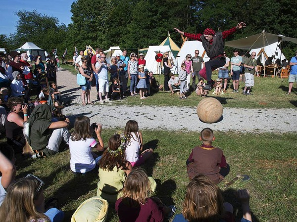 Mittelalter pur wurde den Besuchern am Wochenende im Gewerbebpark Breisgau beim Mittelaltermarkt und der historischen Sonnwendfeier geboten. <?ZP?>