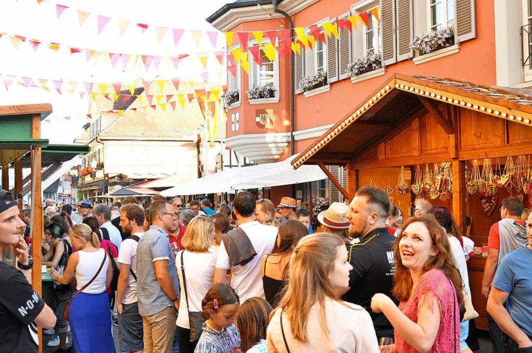 Bei den Ihringer Weintagen war das Gedränge groß.  | Foto: Kai Kricheldorff