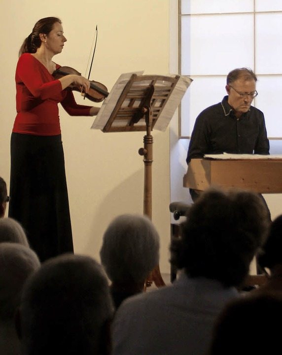 Plamena Nikitassova und Jörg-Andreas B...n der ehemaligen Synagoge in Altdorf.   | Foto: Erika Sieberts