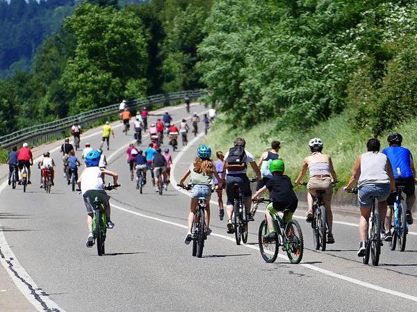 Bei mehr als 25 Grad machten 25 000 Radfahrer und Inlineskater beim Slow-up 2017 mit. <?ZP?>