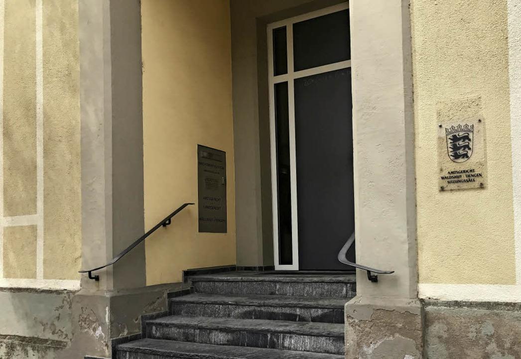 Im Amtsgericht in der Bismarckstraße i...tz vor ihrem getrennt lebenden Mann.    | Foto: Dana Coordes