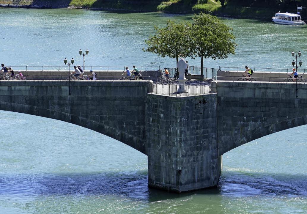 Sonnig war der Slow-up-Sonntag und loc...wegungsfreudigen Teilnehmer den Rhein.  | Foto: David Rutschmann