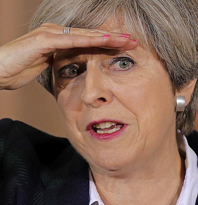 Zwischen den Fronten: Theresa May  | Foto: dpa