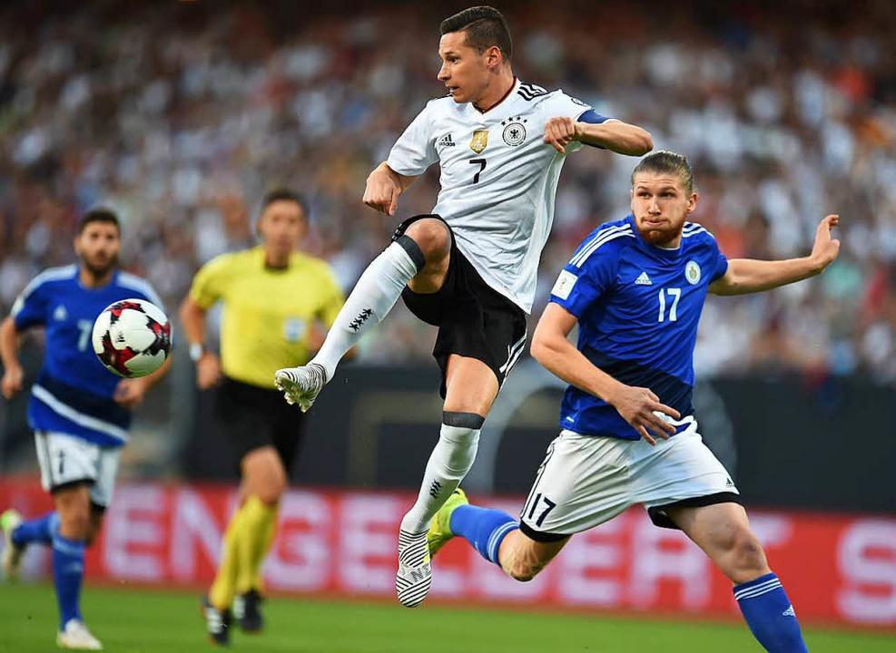 Kapitän mit mehr Kompetenzen als bishe...er im WM-Quali-Spiel gegen San Marino.  | Foto: dpa