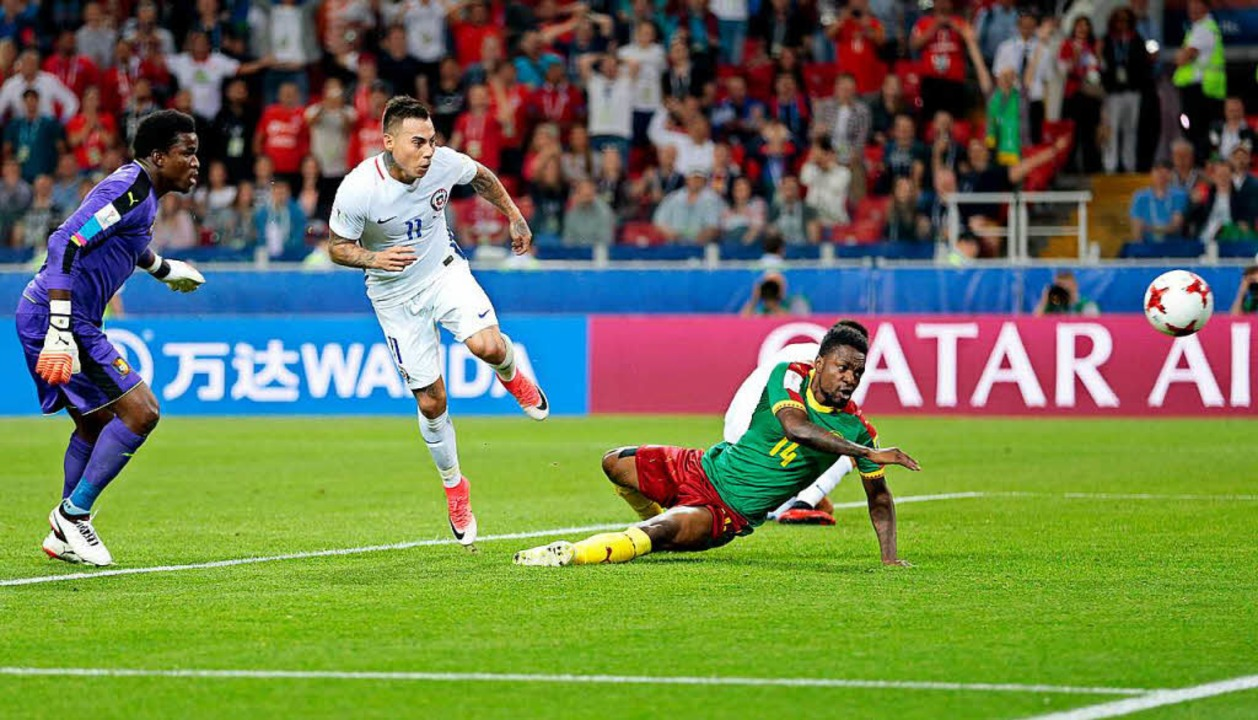 Tor? Kein Tor? Im Spiel Kamerun gegen ... war der Videobeweis stark diskutiert.  | Foto: dpa