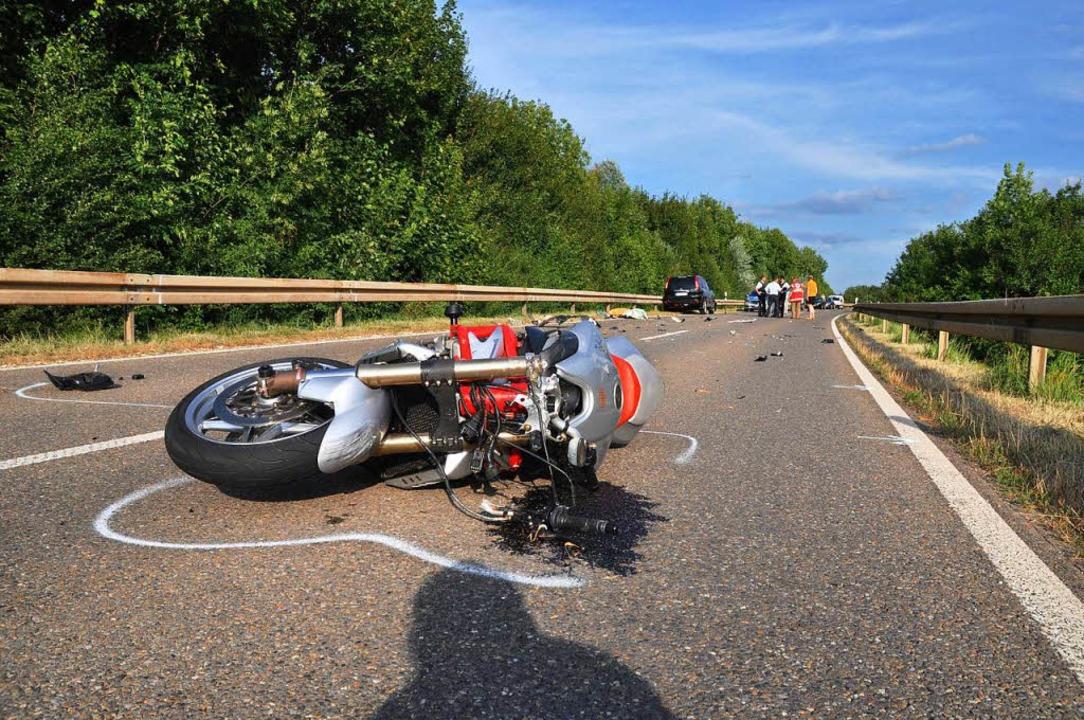 Reifen geplatzt: Motorrad mit Seitenwa...rschlägt sich in Lörrach (Symbolbild).    Foto: dpa