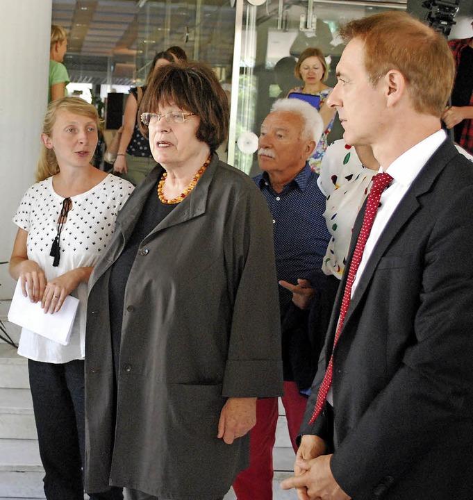 Inga Schwarz (von links), Gisela Erler...r Integrations-Ausstellung im Rathaus.    Foto: Thomas Loisl Mink