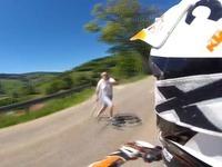 Mann mit Mistgabel attackiert Motorradfahrer in Wieden