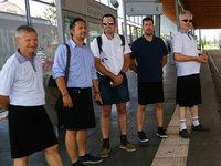 Busfahrer spricht über seine Rebellion gegen die Kleiderordnung - im Rock