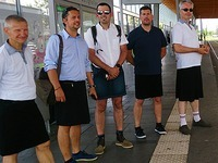 Busfahrer redet über Rebellion gegen Kleiderordnung - im Rock
