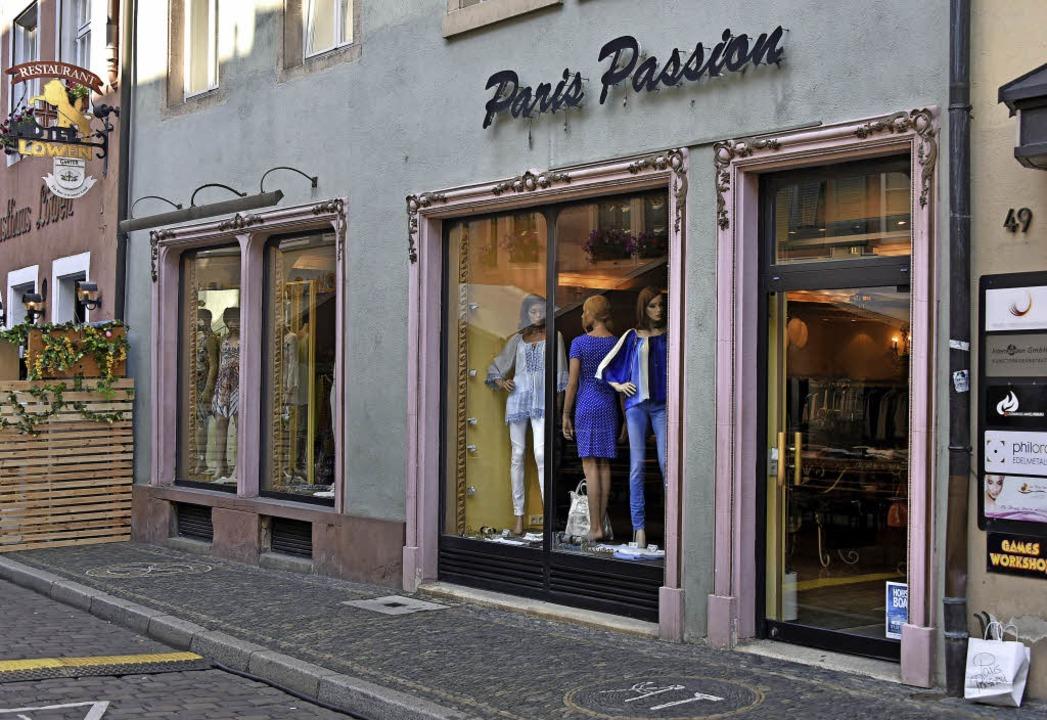 Die Adresse für extravagante Kleider: Paris Passion    Foto: M. Bamberger