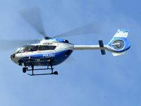 Hubschrauber fliegt nachts minutenlang über den Flückiger See – Hintergrund ist Suchaktion