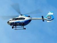 Hubschrauber fliegt nachts über dem Flückiger See - warum?
