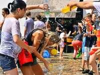 Fotos: Wasserschlacht auf dem Augustinerplatz