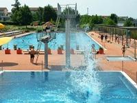 So kühlen sich die Menschen im Parkschwimmbad ab