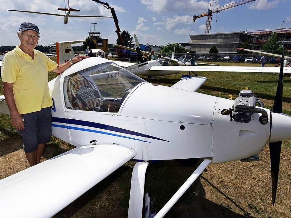 Ein Flieger Marke Eigenbau: Heinz Thom...iner in Handarbeit entstandenen  MC30.  | Foto: Thomas Kunz