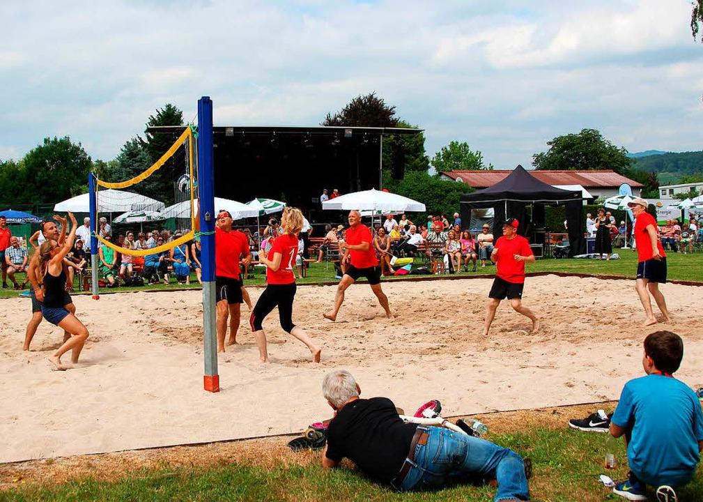 Sportspaß beim Volleyball  | Foto: Reinhard Cremer