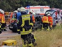 Unfall mit zehn Verletzten auf B 31 - Straße gesperrt