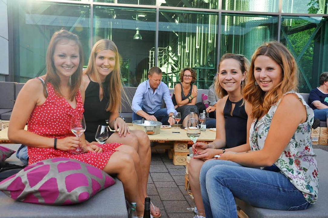Das neue Konzept der Jahrgangsweinprob...llerei Markgräflerland kam bestens an.  | Foto: Jutta Schütz