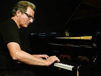 Pianist Johannes Mössinger spielt beim Jazzkongress